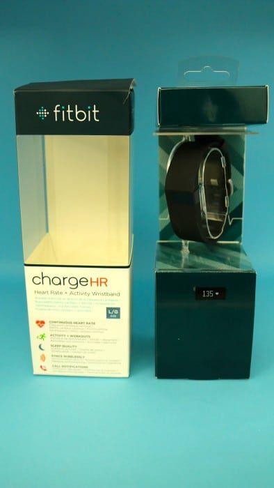 L'emballage du bracelet connecté Fitbit Charge HR suivi continu de votre fréquence cardiaque, doté d'un capteur d'activité