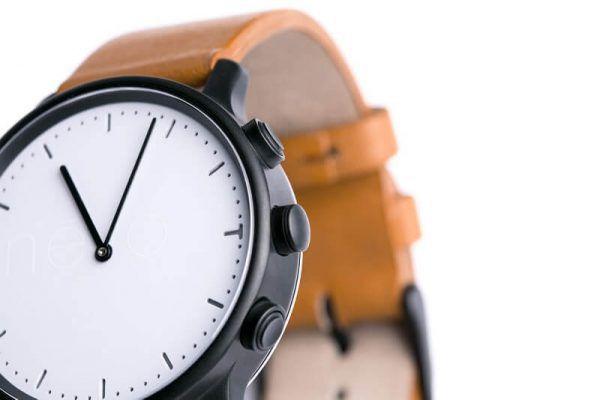 Montre connectée Nevo Watch, bracelet cuir beige