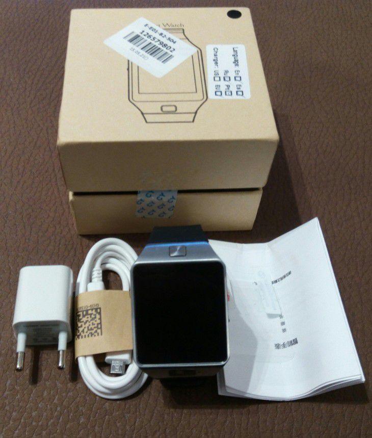 Emballage de la montre connectée DZ09 et son contenu