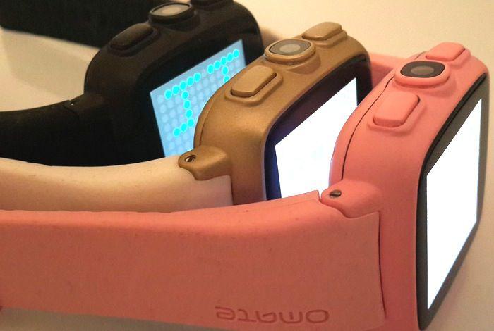 La Omate TrueSmart, comme plusieurs montres connectées, est disponible en plusieurs couleurs.