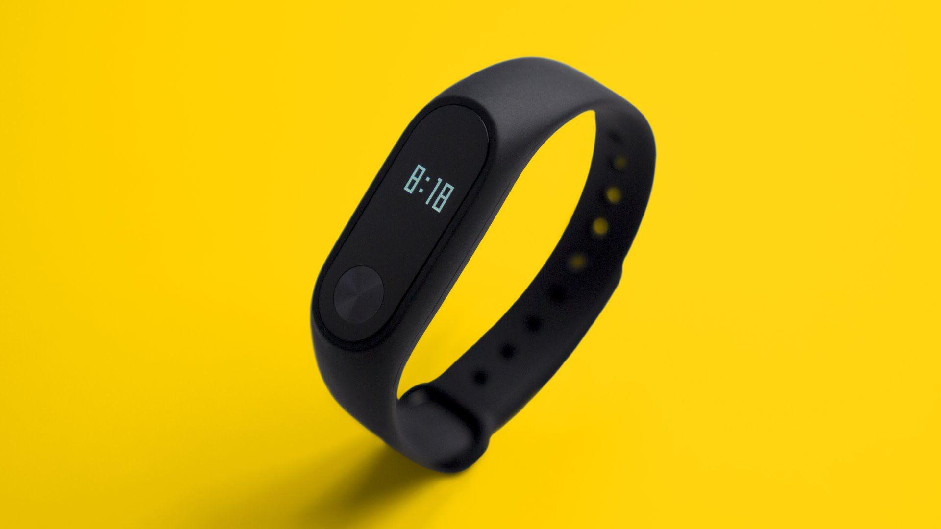 Avec son indice de protection IP67, le bracelet connecté Xiaomi Mi Band 2 est protégé contre la poussière et l'immersion jusqu'à 1 m.