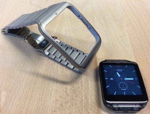 Le boîtier SWR50CLN et son bracelet en acier inoxydable